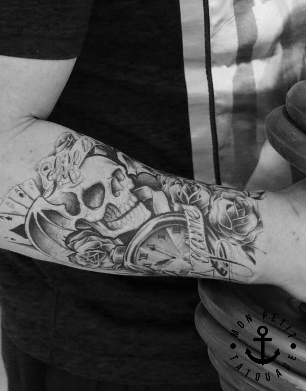 tatouage femme tete de mort galerie tatouage. Black Bedroom Furniture Sets. Home Design Ideas
