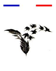 Tatouage plume envol oiseaux femme poignet
